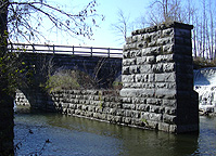 Mud Creek Aqueduct -- supports for the old canal prism